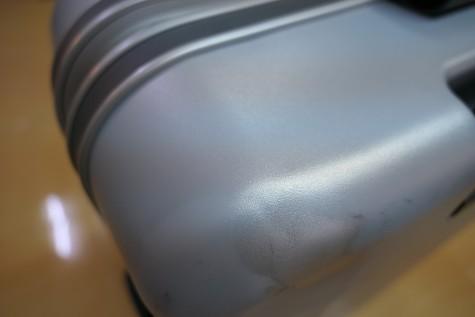 修理後のスーツケース