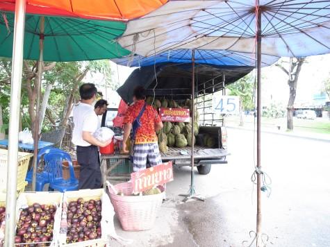 チェンマイのドリアン販売車